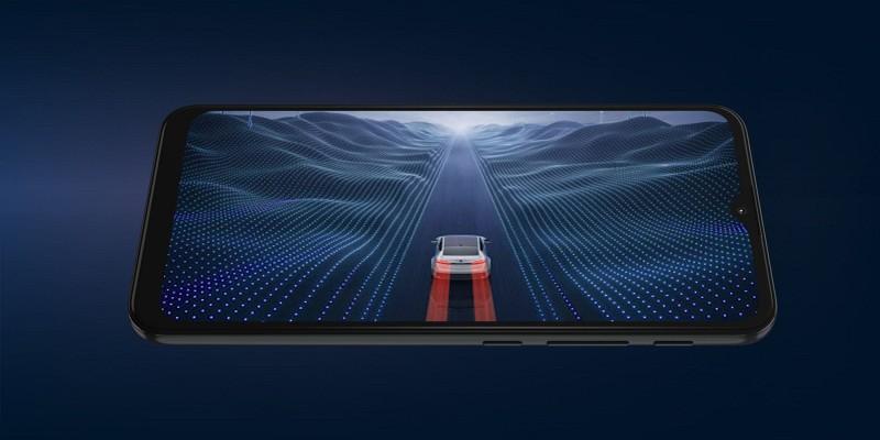 6.5インチの大型HD+ディスプレイ/リフレッシュレート90Hz